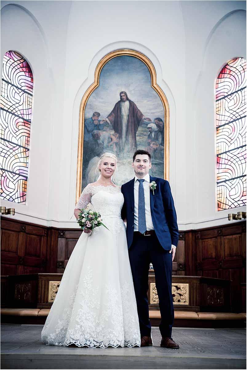 Brudepar i kirke i Greve